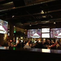 Foto scattata a Lodo's Bar and Grill da Maxine K. il 1/5/2013