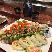 Foto tomada en Takei Sushi por Cindy R. el 4/17/2017