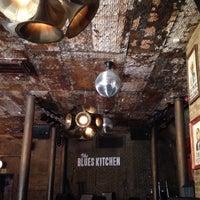 รูปภาพถ่ายที่ The Blues Kitchen โดย Judy G. เมื่อ 3/20/2015