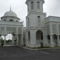 Foto scattata a Masjid Sultan Ismail (Masjid Raja Chendering) da Amriza M. il 1/20/2013