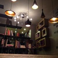 12/14/2013 tarihinde Ipek A.ziyaretçi tarafından Tasarım Bookshop Cafe'de çekilen fotoğraf