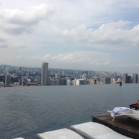 Foto tirada no(a) Rooftop Infinity Pool por Karen Leung em 12/7/2012
