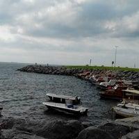 Photo taken at Deniz Kenarı by Naci A. on 8/31/2014