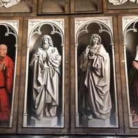 Photo taken at Ghent Altarpiece (Adoration of the Mystic Lamb) by Elizabeth on 10/13/2016