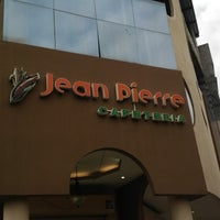 Photo taken at Cafeteria Jean Pierre by Freddy Z. on 4/14/2014