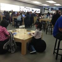 Photo taken at Apple Parquesur by Marichu G. on 11/17/2012
