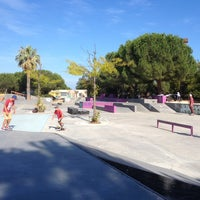 Photo taken at Skate Parc Hyères by Rémi P. on 8/7/2014