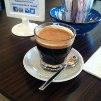5/22/2013 tarihinde Asli E.ziyaretçi tarafından Denizen Coffee'de çekilen fotoğraf