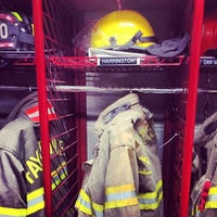 Foto tirada no(a) Fayetteville Fire Department por Christopher H. em 1/12/2014