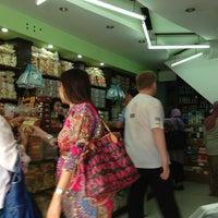 Photo taken at Manisan Lampung Yen Yen by Panji P. on 12/24/2012