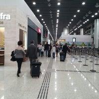 Foto tirada no(a) Aeroporto Internacional de São Paulo / Guarulhos (GRU) por Maicon M. em 4/14/2015