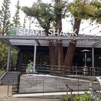 Photo taken at Shake Shack by shoryhory s. on 11/13/2015