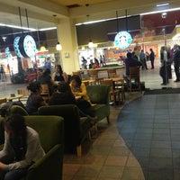 Foto tomada en Starbucks por David ✈. el 2/2/2013