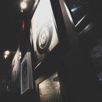 Foto diambil di 360 Degrees Artisan Pizza & Winebar oleh Samir D. pada 9/26/2015