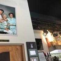 3/5/2017 tarihinde Myke M.ziyaretçi tarafından Rue La Rue Café'de çekilen fotoğraf