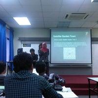 Photo taken at Fakulti Senibina, Perancangan dan Ukur by Arish M. on 4/18/2013