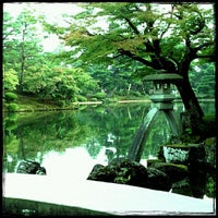 Photo taken at Kenrokuen Garden by kerorina☆ on 8/16/2013
