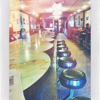 Das Foto wurde bei Sulimay's Restaurant von Josh K. am 12/7/2013 aufgenommen