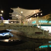 Foto tirada no(a) La Isla Shopping Village por Héctor . em 12/7/2012