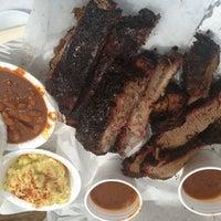 รูปภาพถ่ายที่ John Mueller Meat Company โดย Mike D. เมื่อ 7/26/2013