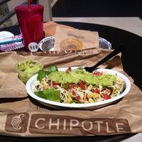 Das Foto wurde bei Chipotle Mexican Grill von Cassandra S. am 3/20/2014 aufgenommen