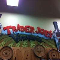 Das Foto wurde bei Trader Joe's von Cassandra S. am 10/26/2014 aufgenommen