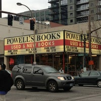 Foto scattata a Powell's City of Books da Amanda T. il 2/12/2013