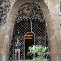 Foto tomada en Palacio Güell por Siân N. el 10/31/2012