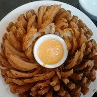 Foto tirada no(a) Outback Steakhouse por Alessandro A. em 11/15/2012
