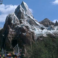 Photo taken at Disney's Animal Kingdom by Izadora F. on 2/19/2013