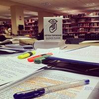3/14/2014에 Stavros P.님이 EUC Library에서 찍은 사진