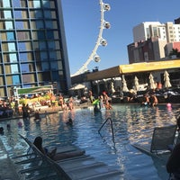 Foto tomada en The POOL at the LINQ  por Karen H. el 10/9/2017