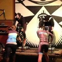 Photo prise au Velo Cult Bicycle Shop & Bar par Erin L. le2/23/2013