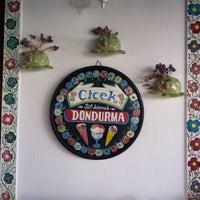 6/29/2013 tarihinde Tuğçe A.ziyaretçi tarafından Çiçek Pastanesi'de çekilen fotoğraf