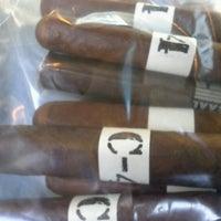 รูปภาพถ่ายที่ Signature Cigars โดย Robert B. เมื่อ 11/22/2012