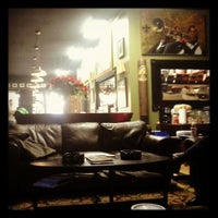รูปภาพถ่ายที่ Signature Cigars โดย Robert B. เมื่อ 12/6/2012