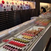 10/19/2013 tarihinde Motohiro T.ziyaretçi tarafından pâtisserie Sadaharu AOKI paris 丸の内店'de çekilen fotoğraf