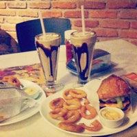 Photo taken at Eddie Fine Burgers by Fernando M. on 4/25/2013
