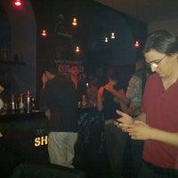 Das Foto wurde bei Le Shot Bar von sebastian l. am 9/15/2012 aufgenommen
