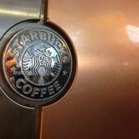 Foto tomada en Starbucks por Paul V. el 6/20/2013