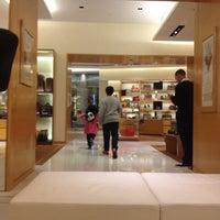 Photo taken at Louis Vuitton by Hà Vũ .. on 10/19/2012