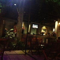 Photo taken at Bông Cỏ Coffee by Hà Vũ .. on 1/6/2013