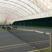 Das Foto wurde bei Теннисный корт Кадет von Yuliya P. am 6/9/2013 aufgenommen