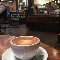 Foto scattata a La Colombe Coffee Roasters da Cinema W. il 2/22/2018