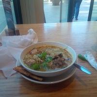 Photo taken at Noodles & Company by Lya V. on 11/14/2014