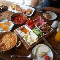 7/6/2013 tarihinde Okan M.ziyaretçi tarafından Baal Cafe & Breakfast'de çekilen fotoğraf