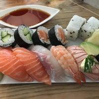 Das Foto wurde bei Sushi Lounge von Aappo L. am 9/1/2017 aufgenommen
