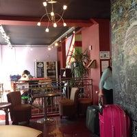 7/7/2013 tarihinde Nestor L.ziyaretçi tarafından Hostel Le Montclair'de çekilen fotoğraf