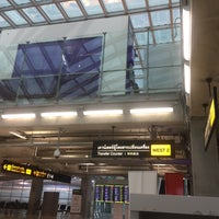 Photo taken at Transfer Check-In West by ᗩᖇᖇᗴᗴƔᗩ ᔕ.❁ on 10/24/2016