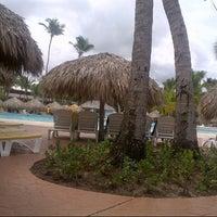 Photo taken at Pool Iberostar Punta Cana & Dominicana by Flávio T. on 5/4/2013